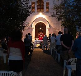 Chiesa ko dopo il nubifragio: messa patronale all'aperto