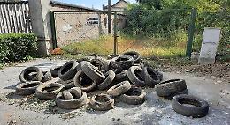 Vecchie gomme abbandonate a Polengo
