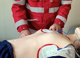 Defibrillatore fermo dopo aver salvato una donna
