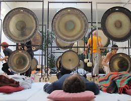 Yoga, relax e bagni di gong. Arriva la «Maratona» olistica sul Po