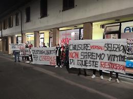 Bar chiuso alle 21, a Monte Cremasco la protesta di titolari e avventori