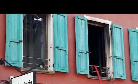 VIDEO Incendio in una palazzina