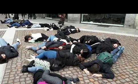 VIDEO Fridays for future, il flash mob a Crema