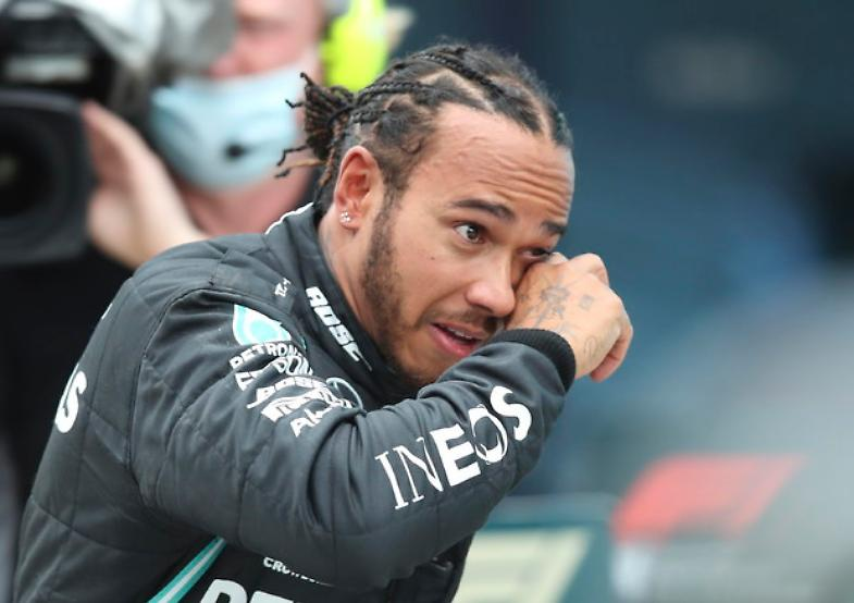 Gp Bahrain, Hamilton trionfa dopo incidente choc di Grosjean