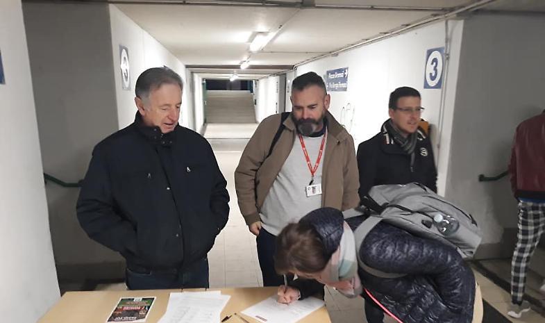 Pendolari esasperati: raccolta di firme contro Trenord