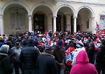 Le foto del presidio dei lavoratori della Composad davanti al municipio di Viadana
