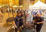 La cena solidale pro-terremotati in piazza Stradivari