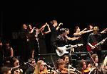 FOTO IL concerto di Elio con gli studenti cremonesi