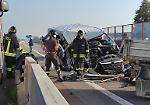 FOTO Violento tamponamento sulla Paullese, i soccorritori sul luogo dell'incidente