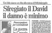 Folle prende a martellate il David di Michelangelo