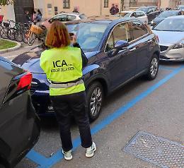 Le ausiliarie del traffico bersaglio di insulti e minacce