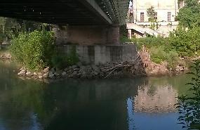 'Vogliamo pulire le rive, ma il Comune non ci lascia'