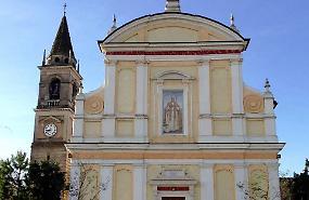 Appiccato fuoco a inginocchiatoio in chiesa, dispetto o tentativo di furto?