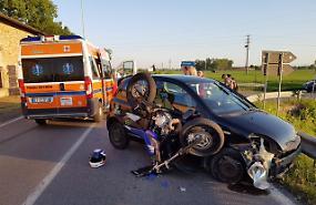 Scontro sull'Asolana, motociclista ferito
