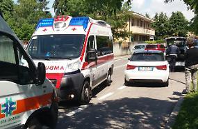 Ambulanza fuori controllo, schianto contro tre auto