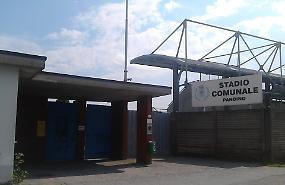 Calciatori nei container, da rifare gli spogliatoi dello stadio