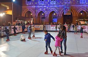 Festività, inaugurata la pista di pattinaggio