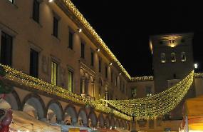I commercianti contribuiscono alle luci natalizie