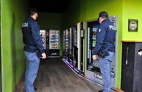 Distrugge i distributori di bevande, denunciato un 20enne