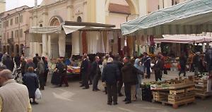 Gli Ambulanti Del Forte Calendario 2020.Ambulanti In Rivolta Stop Al Mercato Del Forte La Provincia