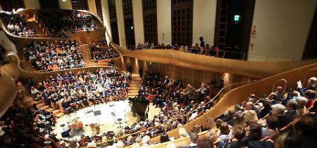 FOTO Il violinista Alessandro Quarta con il suo tributo a Astor Piazzolla incanta l'auditorium del Museo del Violino
