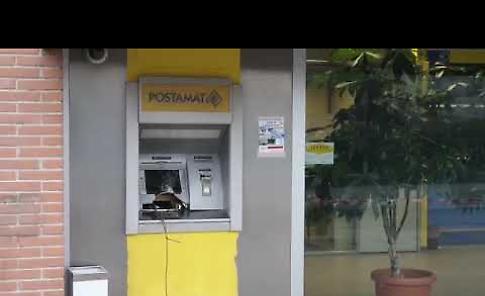 VIDEO Assalto fallito al Postamat, i carabinieri mettono in fuga i ladri