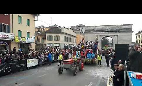 VIDEO La prima sfilata del Gran Carnevale Cremasco