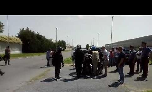 VIDEO Picchetto dei lavoratori, tensione davanti al magazzino FinIper di Soresina