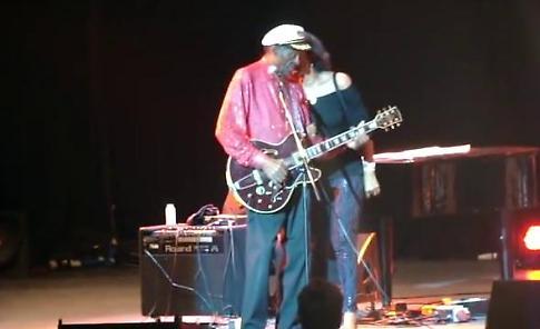 """Addio a Chuck Berry: una vita sul palco e il """"duckwalk"""" a quasi 90 anni"""