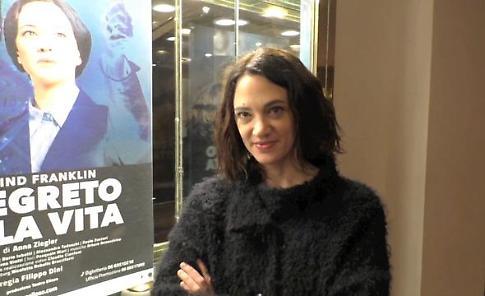 """Asia Argento debutta nel teatro di sua madre Daria: """"come lei faccio paura agli uomini"""""""