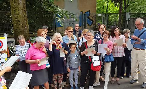 VIDEO Via Ticino è 'La strada dei bambini'
