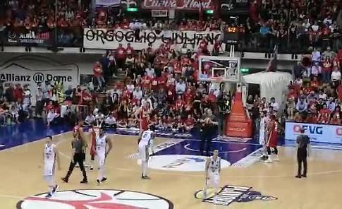 VIDEO La Vanoli batte Trieste 81-78 e vola in semifinale: i liberi di Mathiang e la festa
