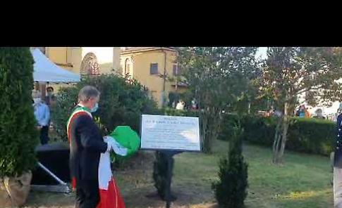 VIDEO2 La cerimonia di intitolazione della piazza agli eroi e alle vittime del Covid