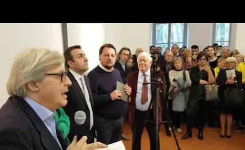Sgarbi inaugura la mostra del pittore Alberto Rizzi