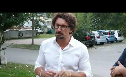 VIDEO Danilo Toninelli in appoggio al candidato sindaco dei 5 Stelle Lorenzo Gardini