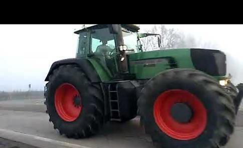 VIDEO Festa di S. Antonio a Sabbioneta, la parata dei trattori