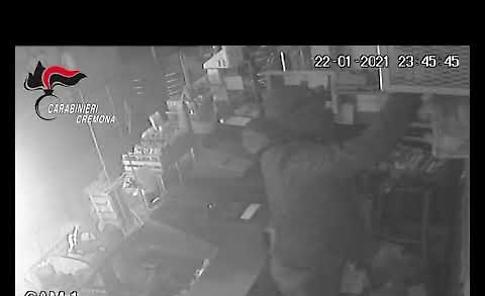 VIDEO L'assalto dei ladri all'area di servizio, colpo da 10 mila euro
