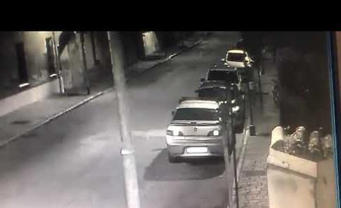VIDEO Auto danneggiate a Soresina: ecco il vandalo in azione
