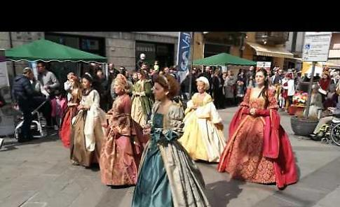 VIDEO. Fiera di primavera di Pandino: iI gruppo delle dame viscontee