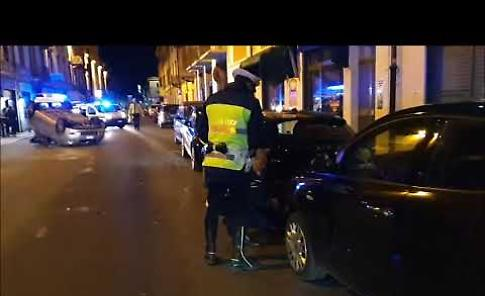 VIDEO Incidente, auto si ribalta in via Massarotti a Cremona