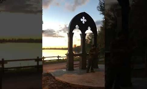 VIDEO La suggestiva esibizione di Sergio Vezzoni davanti alla Finestra sul Po a Casalmaggiore