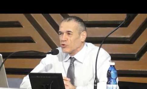 Carlo Cottarelli parla agli studenti del liceo Anguissola di Cremona