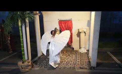 Presepe vivente 2018: l'arrivo del'Arcangelo alla casa di Maria per l'annunciazione