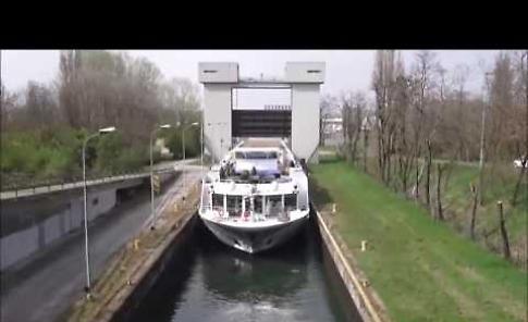VIDEO La nave incagliata sul Po può riprendere la navigazione