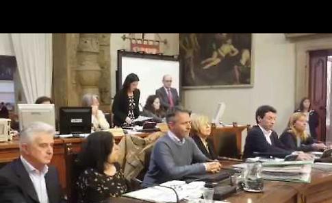 VIDEO Tamoil, il consiglio comunale di Cremona approva il conferimento della medaglia d'oro a Gino Ruggeri
