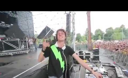 VIDEO Arriva la star della techno Lollino